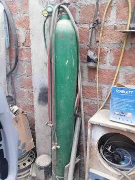 Vendo tanque de oxígeno industrial de 1.60 cm con regulador de presión