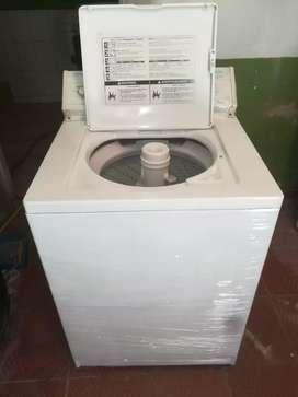 Vendo lavadora whirpool americana de 32 libras en buen estado funciónal