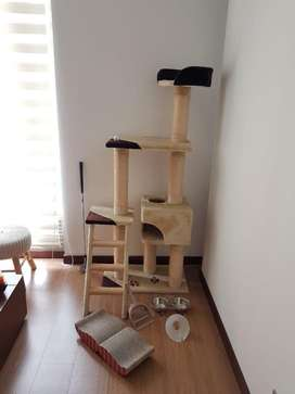 Gimnasio para gatos con accesorios incluidos