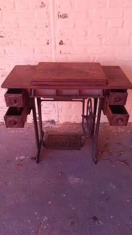 Máquina de coser Singer antigua negra hermosa impecable