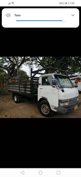 se vende camión  en  excelente condiciones listo para trabajar papeles al dia