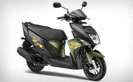 Vendo hermosa moto Yamaha tipo scoter Zr 115 -  900 km recorrido año 2021 como nueva la vendo por no darle uso