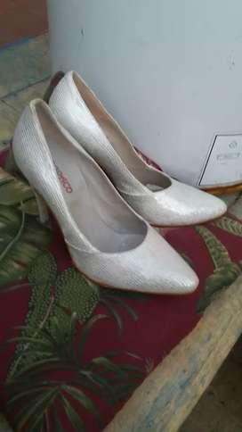 Zapatos color perla nro 38