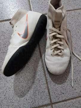 Vendo botines papi fútbol IMPECABLES!!