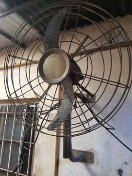 Ventilador industrial antiguo