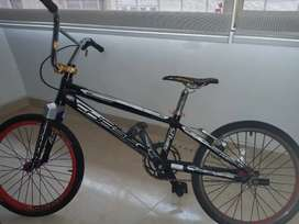 Bicicleta para bicicross en muy buen estado / plato y bielas nuevas