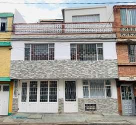 Vendo Casa en La Igualdad, tres apartamentos independientes, garaje, terraza, recién remodelada, Directamente.