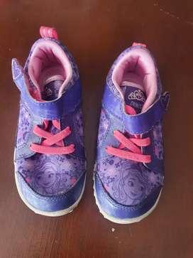 Zapatos, tennis talla 22,23 niña