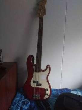 Bajo Fender Squier