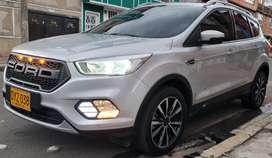 Vendo Ford Escape 2.0 Titanium 245 hp