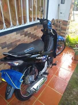 Se vende moto viva r 2015