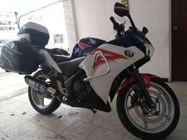 Honda CBR 250, modelo 2013, todo al día, poco km, blanco tricolorc