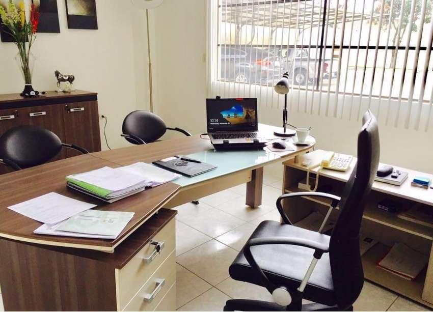 Se Arrienda oficina en Manta 0