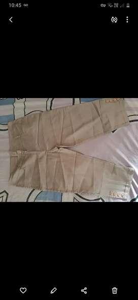 Pantalon Capri de vestir igual a nuevo talle 4 hermoso no llevo!!