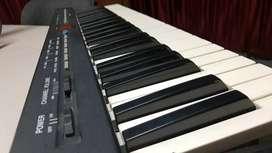 Controlador MIDI y cables