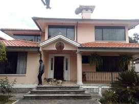 Vendo casa de 450 m., 4 dormitorios, en la Armenia Los Chillos