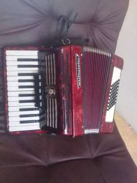 Se vende acordeon weltmaster 48 bajos