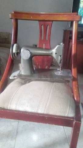 Se vende máquina de coser singer