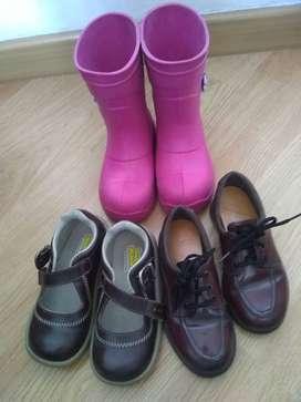 dos pares de zapatos  y un par de botas