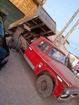 Camioneta Dodge 200 volcadora