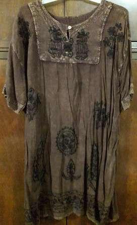 Vestido, camisola larga marrón hindú con bordados