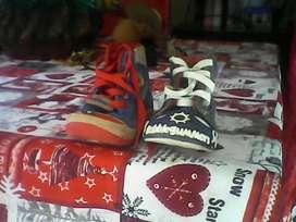Zapatos de Niño Gomosos Y Bubble Gummers