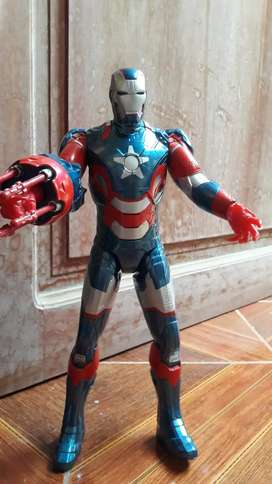 Figura de accion Iron Patriot tamaño mediano