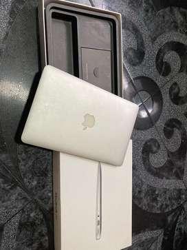 "Macbook air 11"" con caja, cargador original"