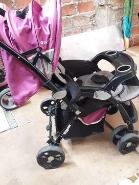 Se vende un coche y triciclo con asiento giratorio marca baby