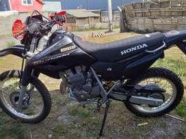 Vendo moto Honda tornado