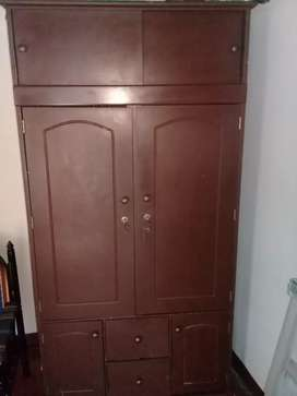 Se vende o se cambia armario de 2 puertos