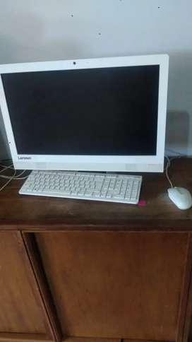 Computador Lenovo todo en uno.