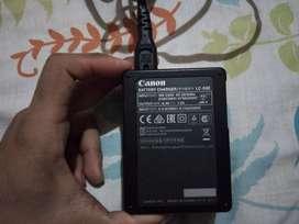 Se vende cargador + batería totalmente como nueva poco uso