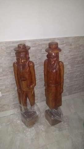 Par de abuelos en madera