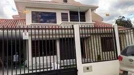 Villa en venta en Challuabamba sector Mega Tienda