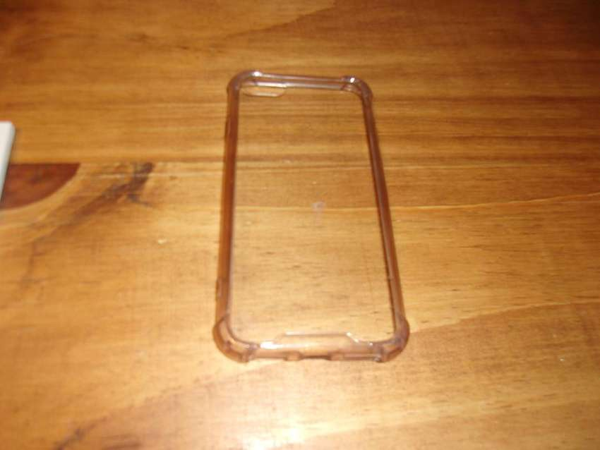 FUNDA TRANSPARENTE PARA IPHONE 7 USADA