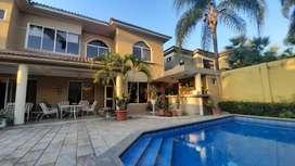 Casa en Venta Samborondon de 4 habitaciones con Piscina