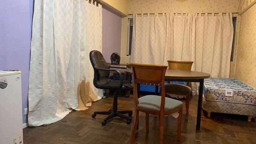 Alquilo departamento ubicadisomo pleno centro a metros de la peotonal muy liminoso piso parquet 0