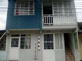 Hermosa casa de dos pisos con apartamentos
