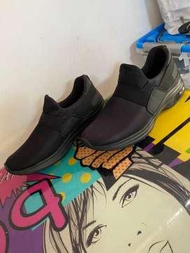 Zapatos (Calzado D. Jhoselito) Negros sin cordon Talla: 39-40