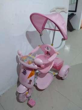Triciclo paseador para niña