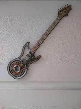 Guitarra en con chatarra