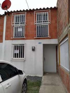Alquilo casa de dos pisos en ciudadela las Flórez janundi