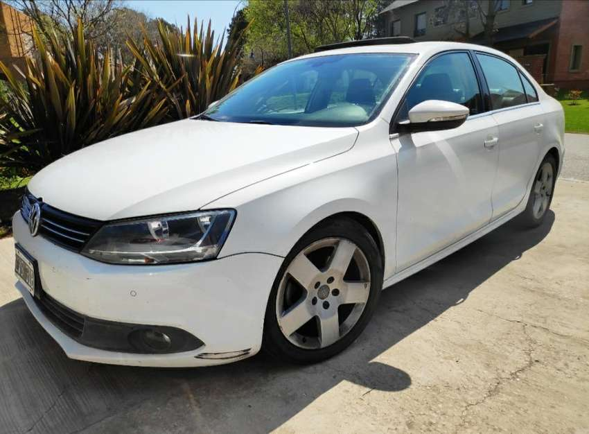 Volkswagen Vento 2.5 Luxury Tiptronic 0