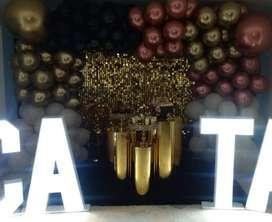 cilindros negros, numeros grandes con bombillos, nombres, alfombras, alquiler de mobiliario para fiestas,