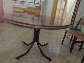 Mesa redonda + cuatro sillas