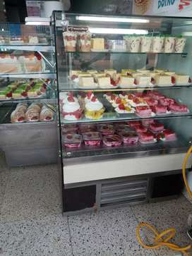 Se vende panadería y pastelería, excelentes ventas.