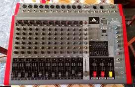 Consola amplificada de 12 canales de entradas y 4 salidas... 9/10