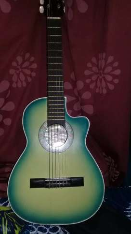 Guitarra acustica pequeña