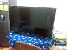 Televisor LG de 43 pulgadas para repuesto, pantalla rota